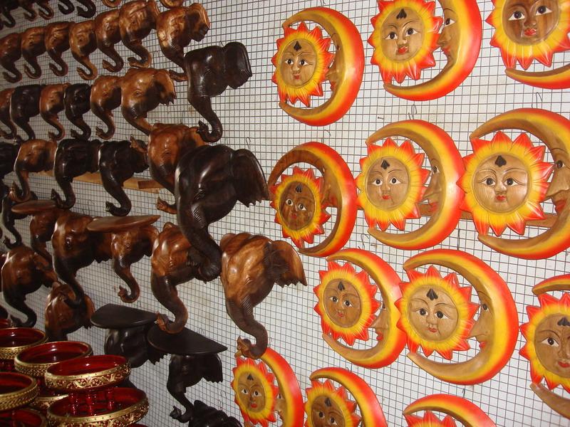 сувениры из  дерева, подставки в виде головы слона