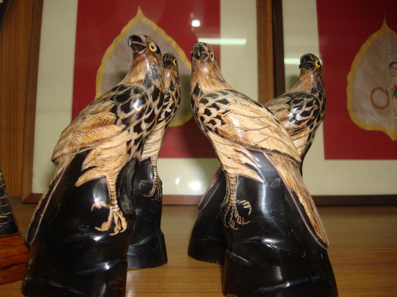 Аутентичные фигуры животных из рога  баффоло (буйвола), рынок Чатучак