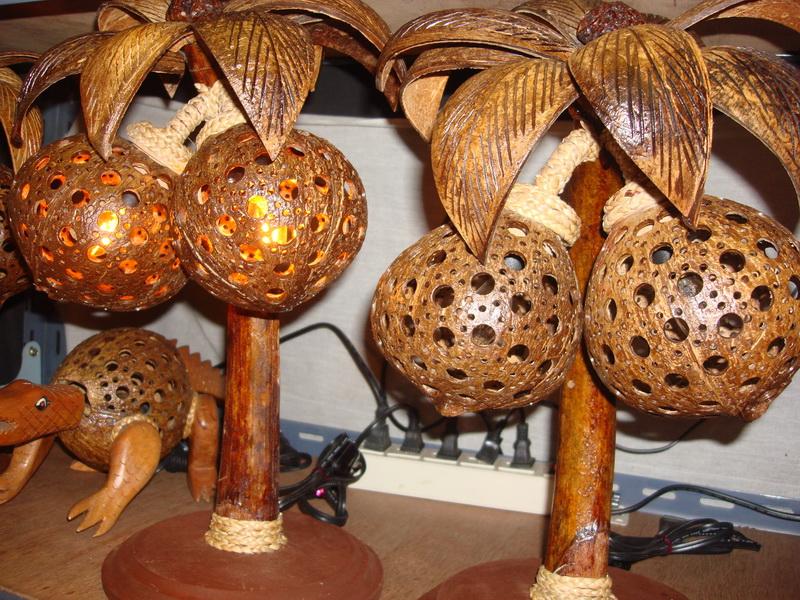 Пальма с 2 кокосами, светильник из дерева и кокоса, рынок  Чатучак