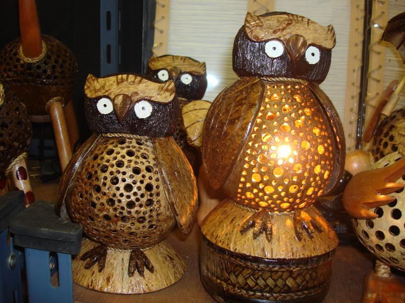Сова, светильники из  дерева и кокоса, рынок  Чатучак