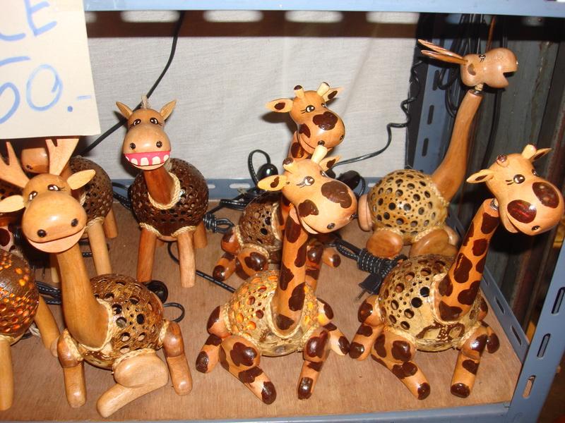 Олень, Жираф, светильники из  дерева и кокоса, рынок  Чатучак