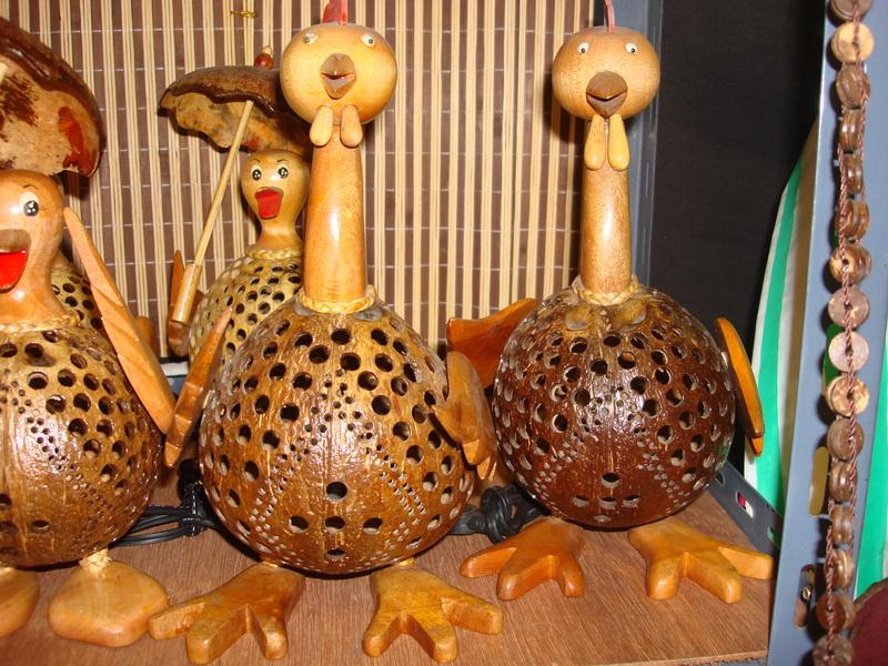 Петух, светильники из  дерева и кокоса, рынок  Чатучак