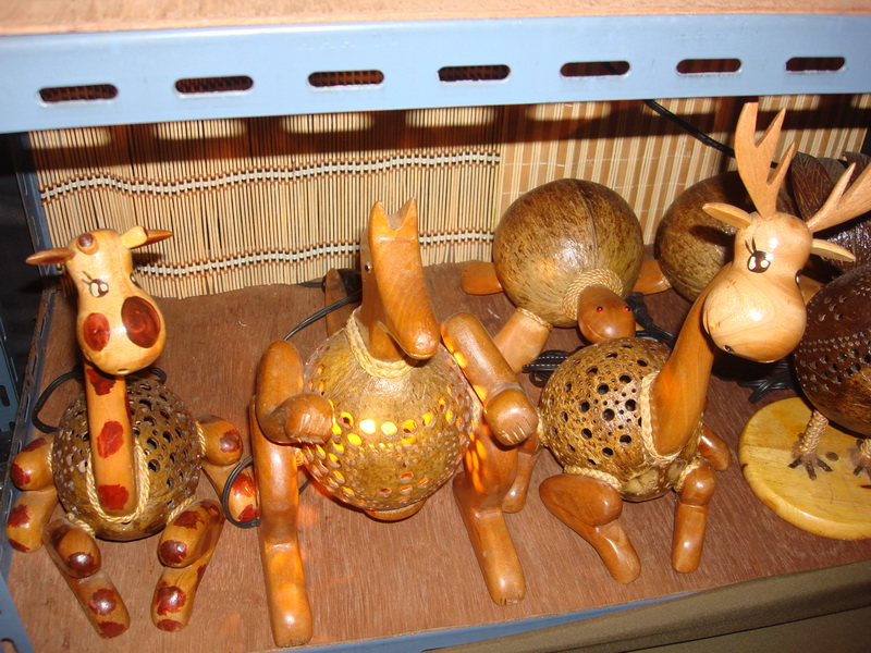 Лошадь, Олень, Жираф, светильники из  дерева и кокоса, рынок  Чатучак