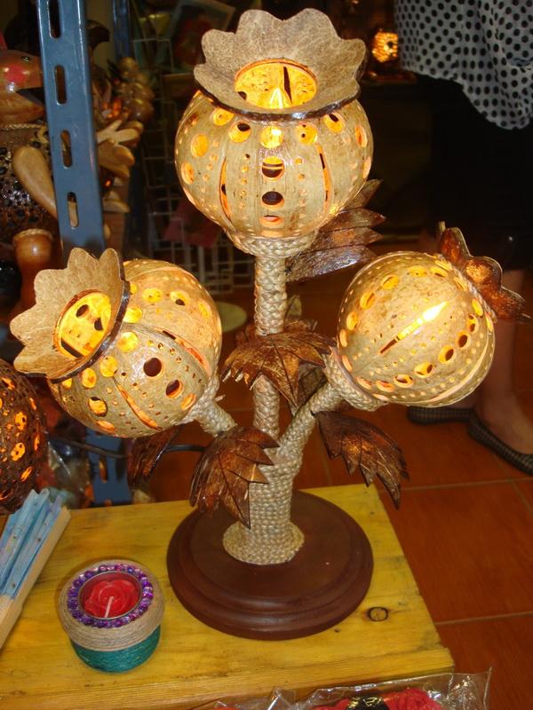 Цветок, светильники из  дерева и кокоса, рынок  Чатучак